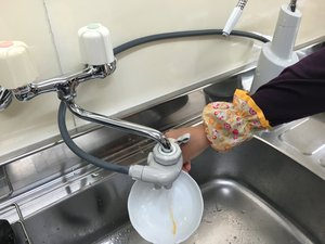 8_トイレ用_ラー油水で流す.JPG