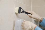 何これ!? 浴室に黒いポツポツが!<br> ダスキンの浴室クリーニングならすっきり!